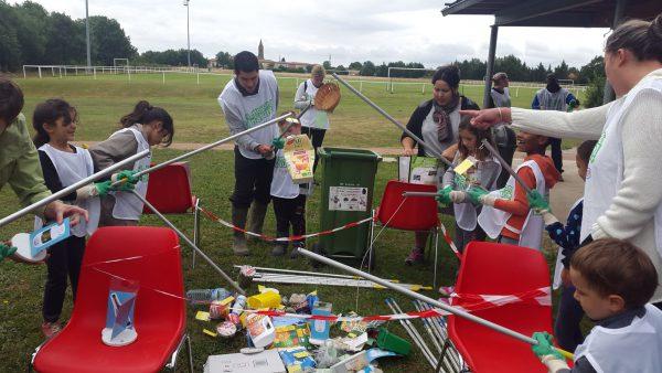 La pèche aux déchets par les enfants